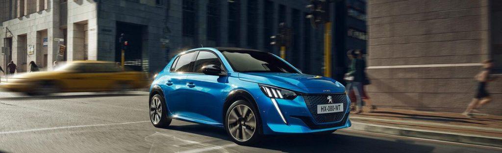 """""""Peugeot e-208"""" tapo geriausiu mažuoju elektromobiliu """"What Car?"""" rinkimuose"""