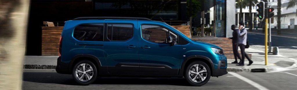 """""""Peugeot"""" elektromobilių gamą papildė keleivinis vienatūris """"e-Rifter"""""""